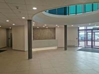 hol główny, recepcja logo będzie umieszczone na szarej ścianie